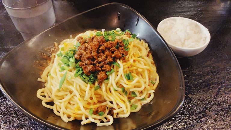 虎穴の汁なし担々麺