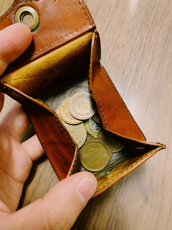 小銭を入れた小銭入れ