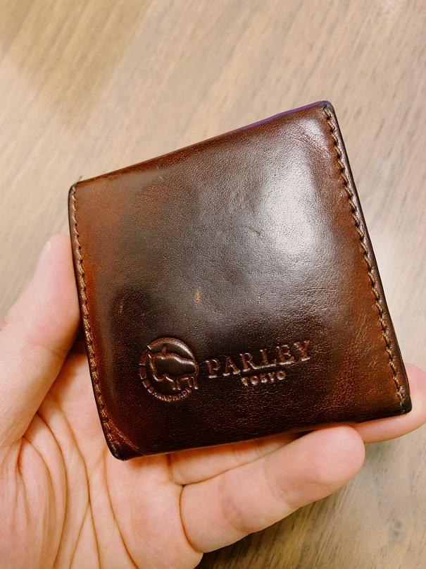 小銭入れの裏側、parleyのロゴ