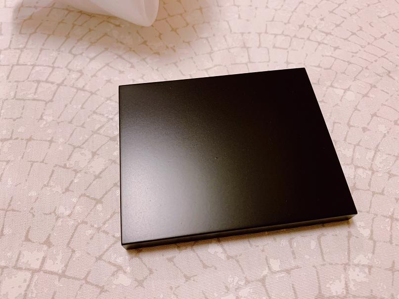 鏡餅の黒い台座
