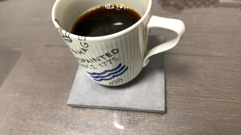 soilのコースターにマグカップを置いたところ