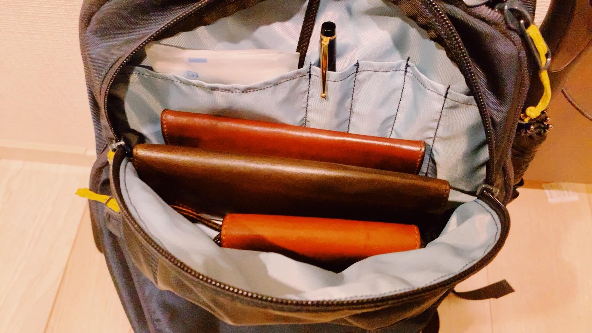 アークテリクスマンティス26の上部ポケット