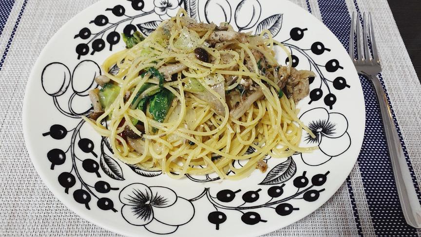 ペペロンチーノを盛る皿