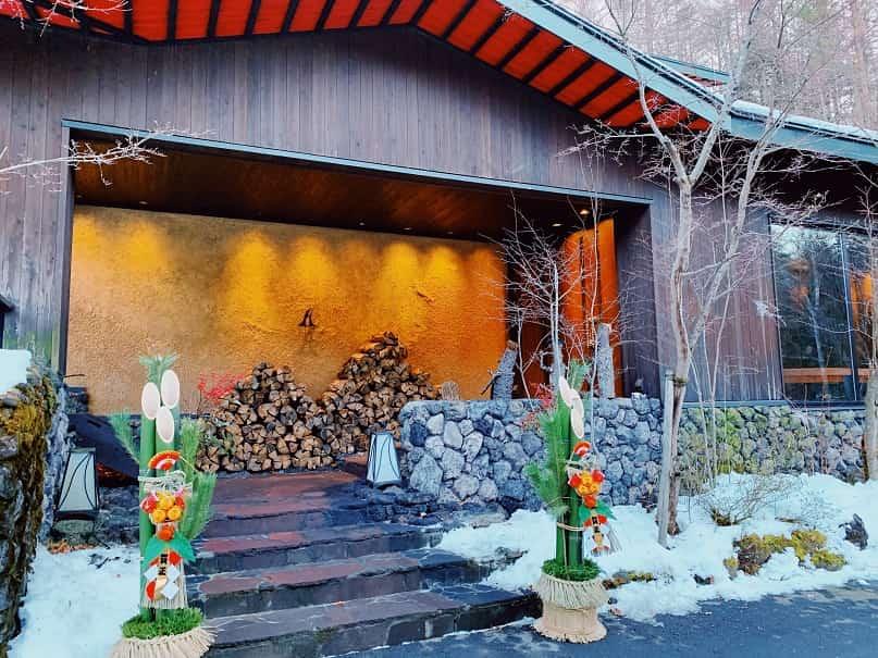 アンシェントホテル玄関の門松