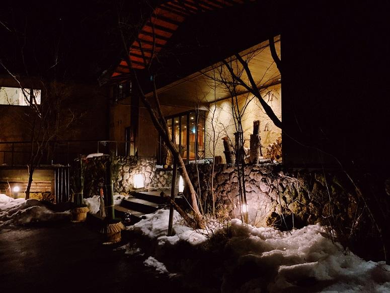 軽井沢、夜のANCIENTホテル