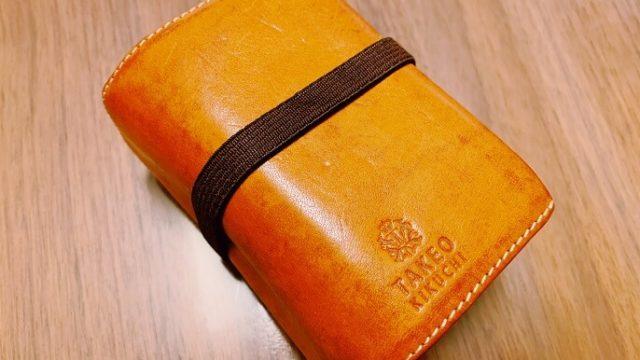 タケオキクチのブック型カードケース外観