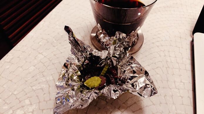 バカラのイヤータンブラー2019とチョコレート